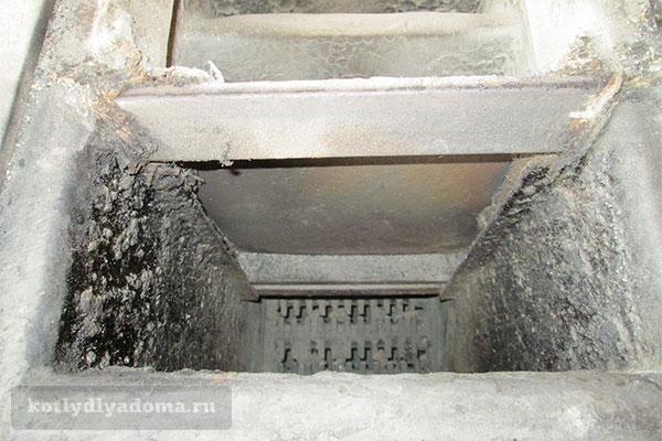 Топка напольного водогрейного котла на дровах Бош Солид 2000 Б