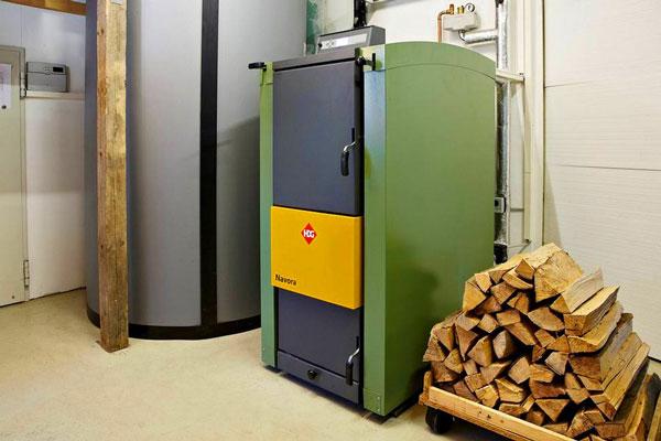 Котел пиролизного типа на дровах с баком-теплоаккумулятором